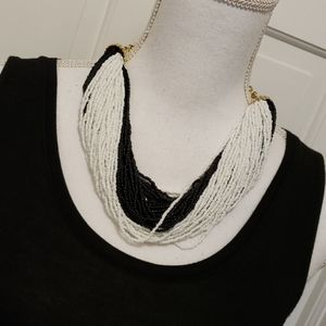 One Wink black/white beaded necklace